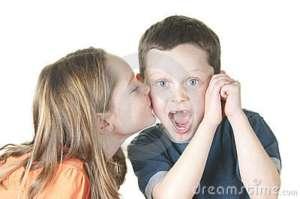 girl-kissing-boy-17751309