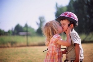 LITTLE-GIRL-KISSES-BOY